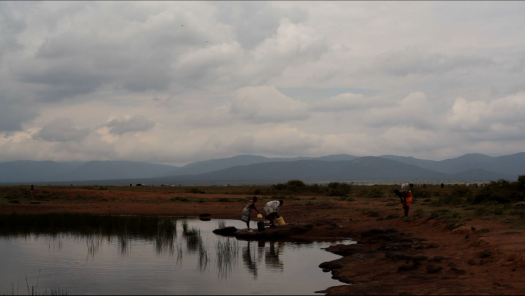 Women collecting water - 1km from Sadhana Forest Kenya land (2)